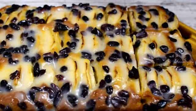 Яблочный пирог с изюмом и орехами