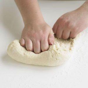 Делаем тесто для пиццы