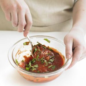 Готовим томатный соус для пиццы