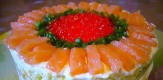 Слоеный салат с семгой и красной икрой
