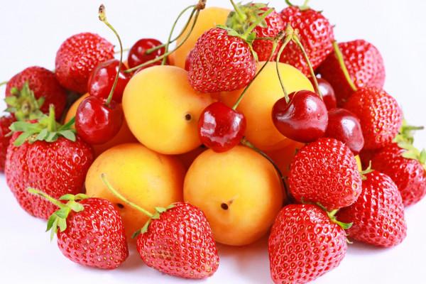 Какие фрукты лучше покупать летом?